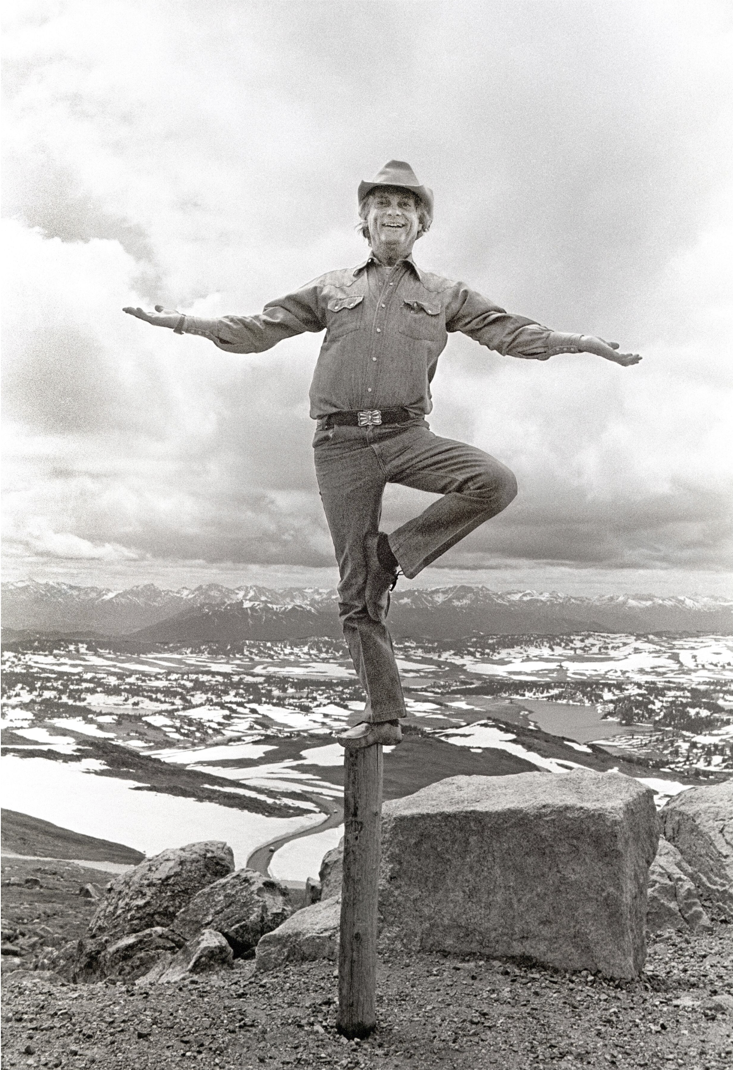 Richard Avedon Balancing on Pole, Beartooth Pass, Wyoming, 1982