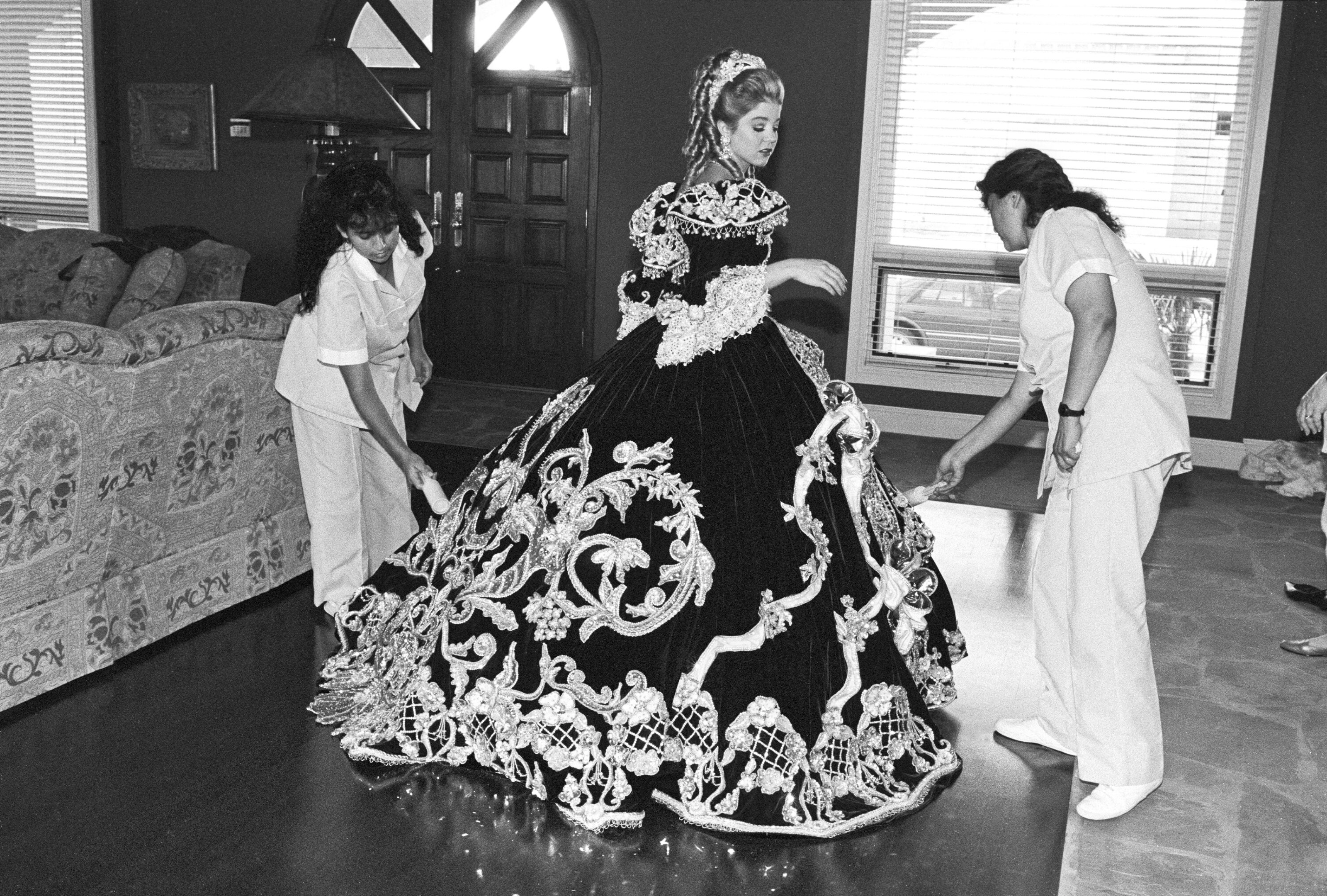 Debutante and Her Maids, Laredo, Texas, 1994
